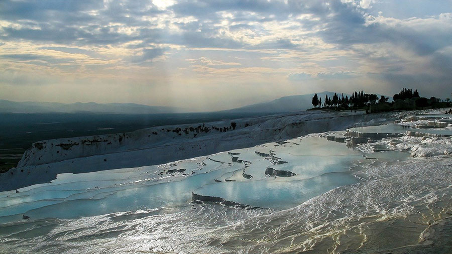 Pamukkale-city-in-Turkey-hot-springs