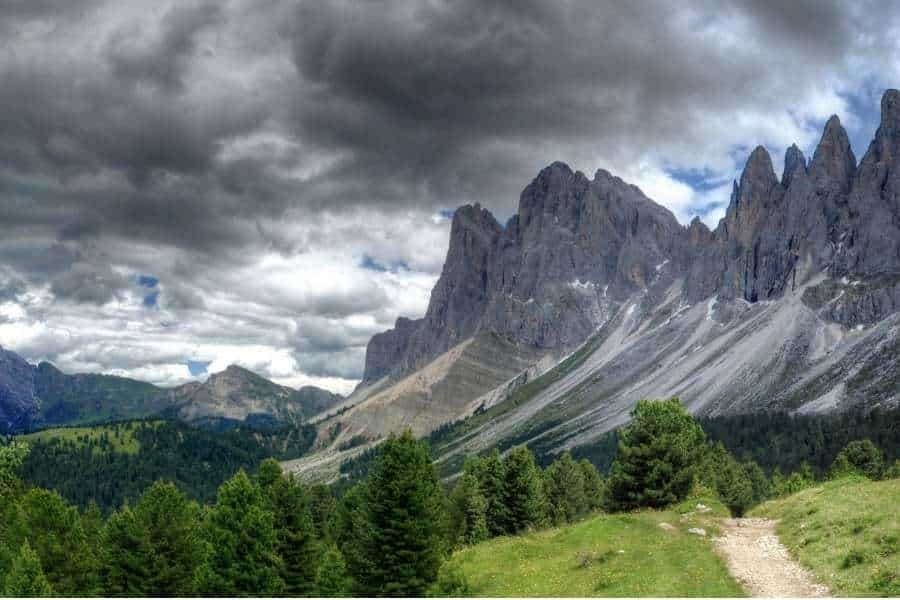 best hiking trails in the world Puez-Odle Altopiano, Italy